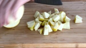 Dice apples for apple crumble